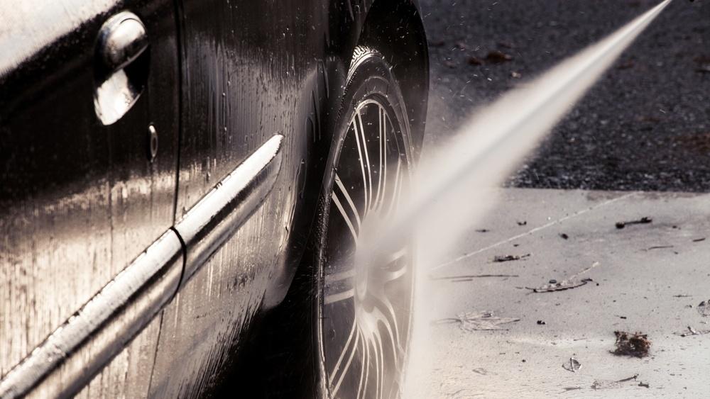 Slik vasker du bil som en proff! Detailer Herman Bergsjø deler sine tips og råd i video.