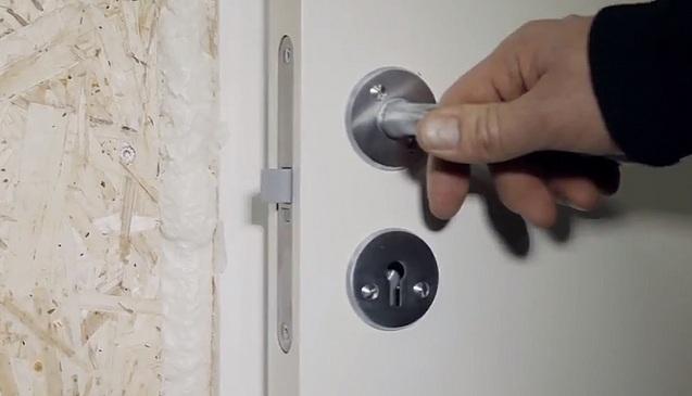 Byggskum: Har du opplevd ikke å kunne lukke døren? Se video!